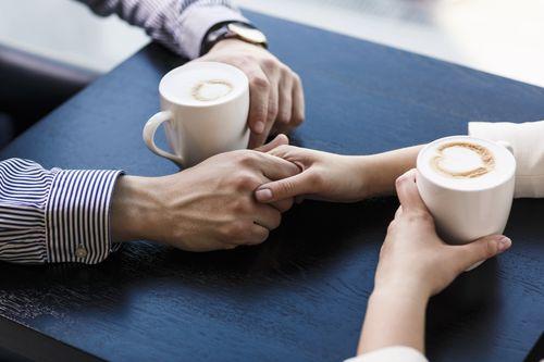 دستان گرم همسرت را لمس کن